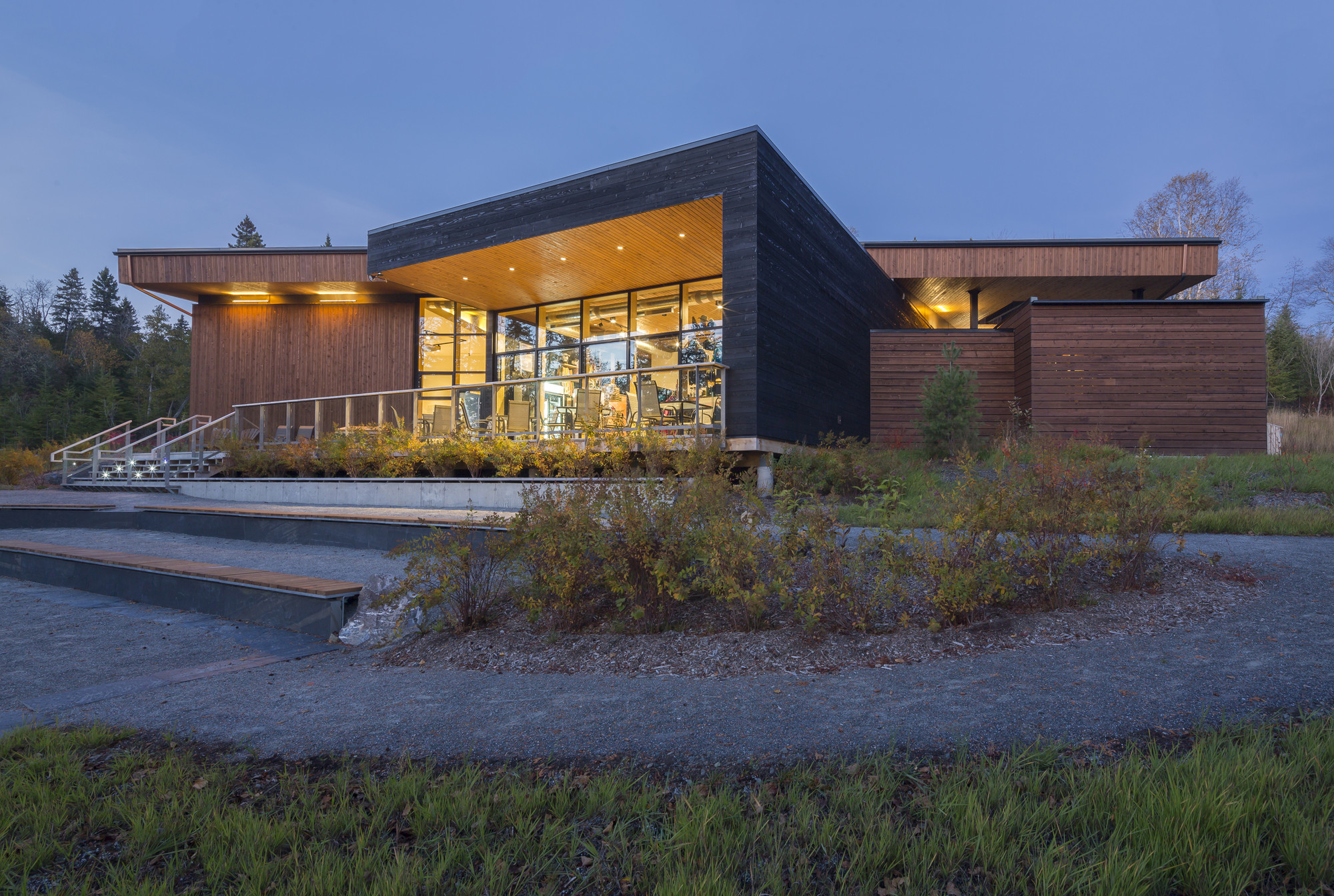 Parc national du Lac-Témiscouata Discovery & Visitor Centre  / bisson, charron architectes , © Stéphane Groleau