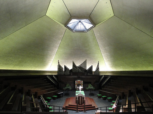 The first worship service in the sanctuary of the Eero Saarinen-designed North Christian Church in Columbus, Ind., was held on March 8, 1964. Image © Flickr CC User the.urbanophile