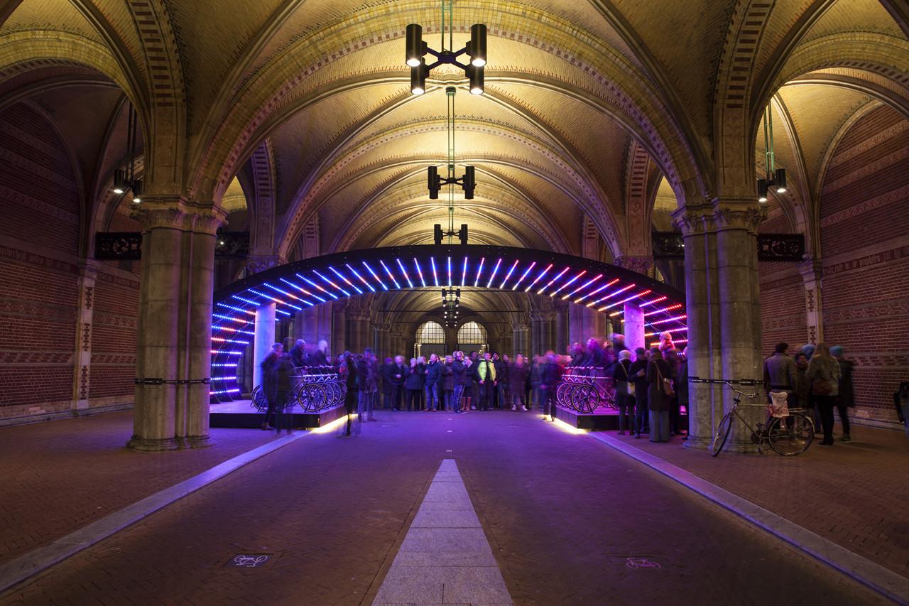 Lightbattle: un desafío épico de luz por VENIVIDIMULTIPLEX, Courtesy of VENIVIDIMULTIPLEX