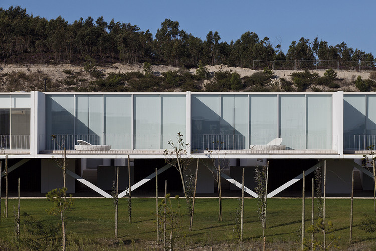 Casas-Row en Bom Sucesso  / Inês Lobo Arquitectos, © Leonardo Finotti