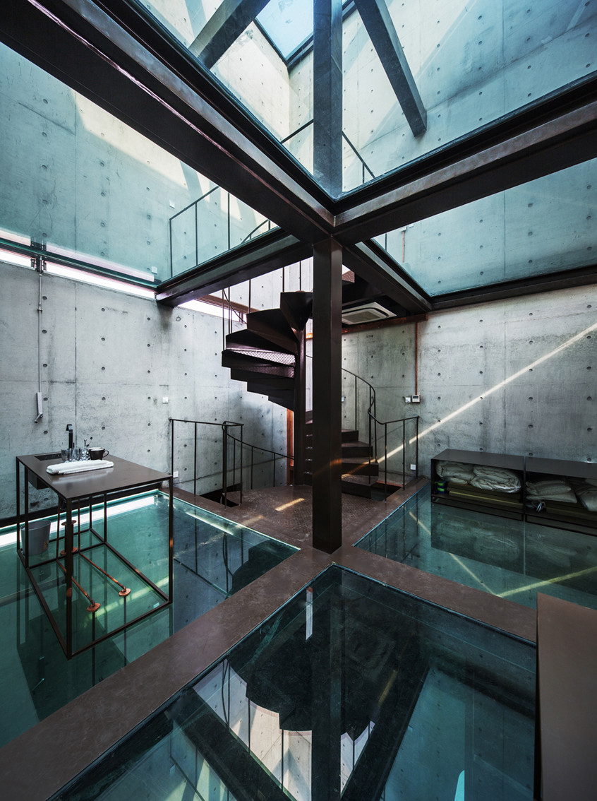 Vertical Glass House / Atelier FCJZ