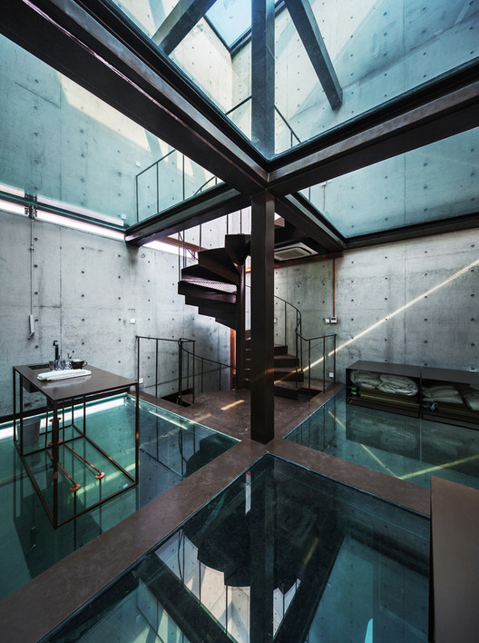 Vertical Glass House / Atelier FCJZ, Cortesia de Atelier FCJZ