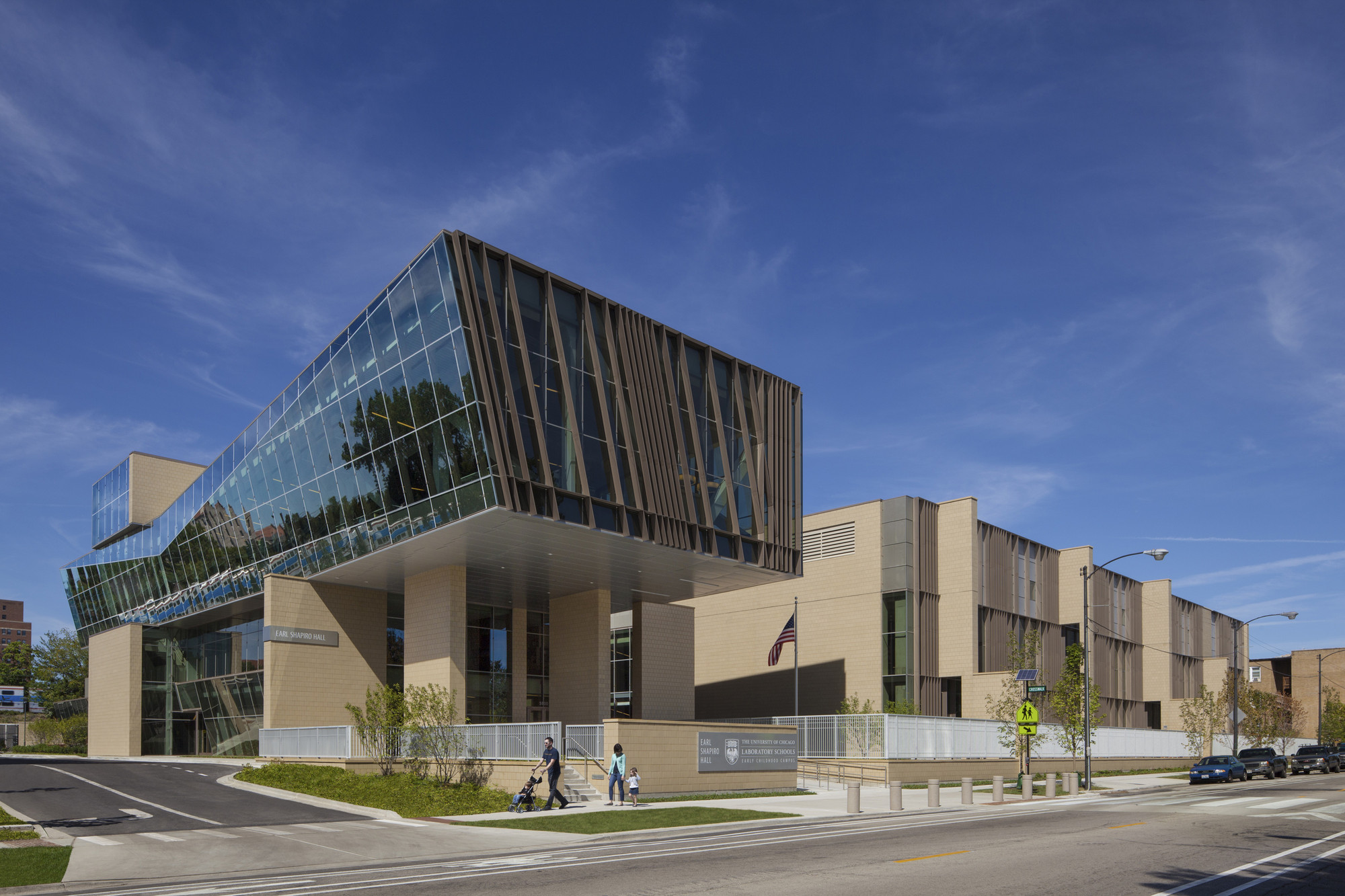 UC Lab School – Earl Shapiro Hall / Valerio Dewalt Train Associates, FGM Architects , © Karant + Associates