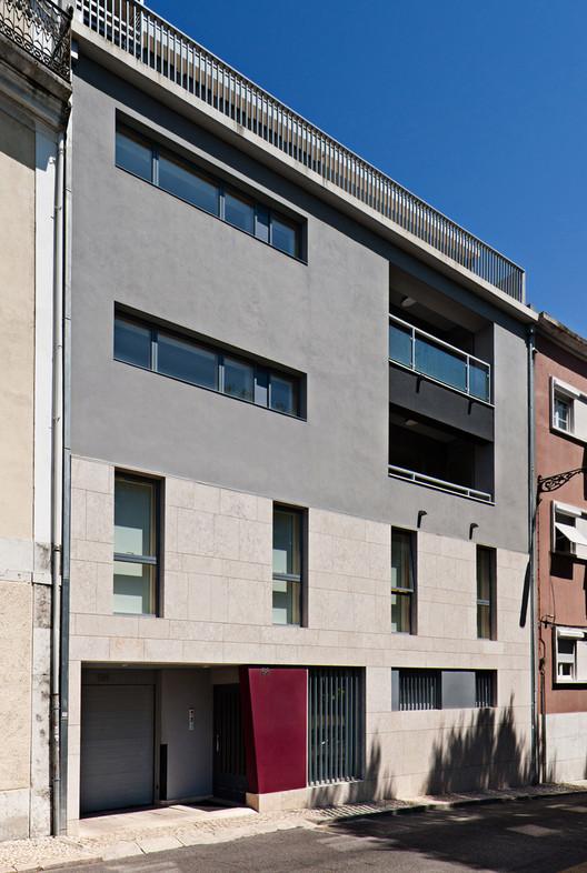 Prédio na Rua Saraiva Carvalho  / Alexandre Marques Pereira Arquitectura, © Pedro Ferreira