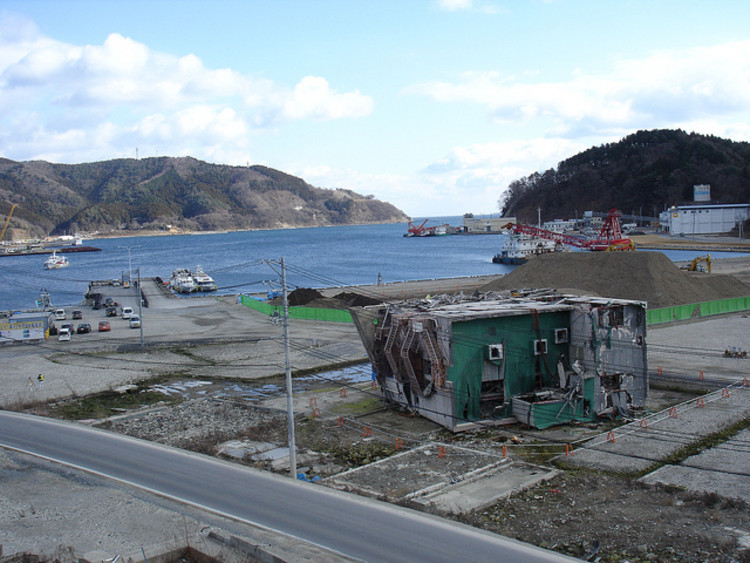 O Tsunami Japonês - 3 anos depois, Onagawa after the Tsunami. Image © Flickr CC User inunami