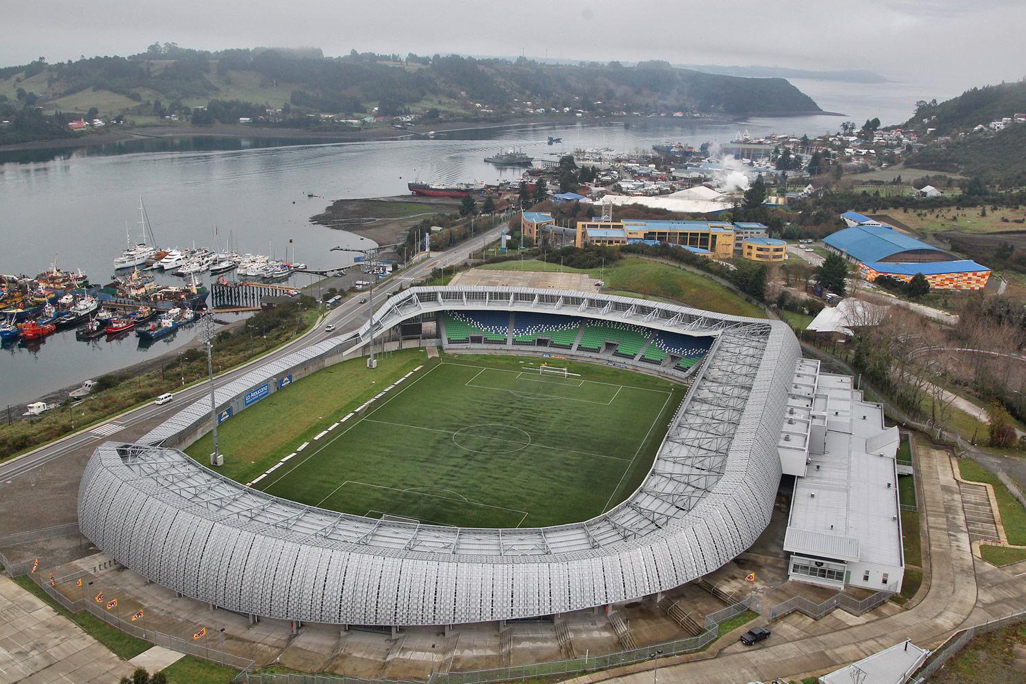 Estadio Chinquihue de Cristián Fernández compite por mejor recinto deportivo 2013, Courtesy of Instituto Nacional de Deportes