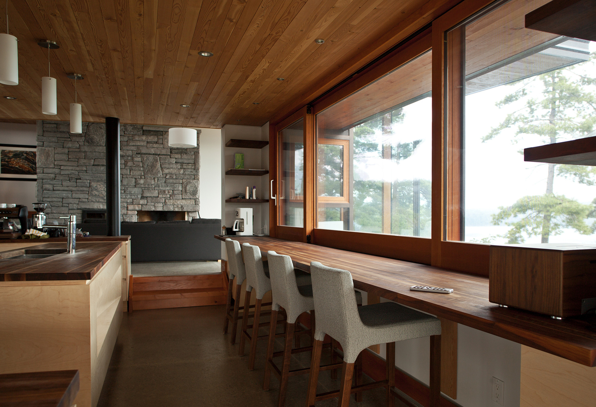 Gallery of cliff house altius architecture inc 16 for Badezimmer qbig