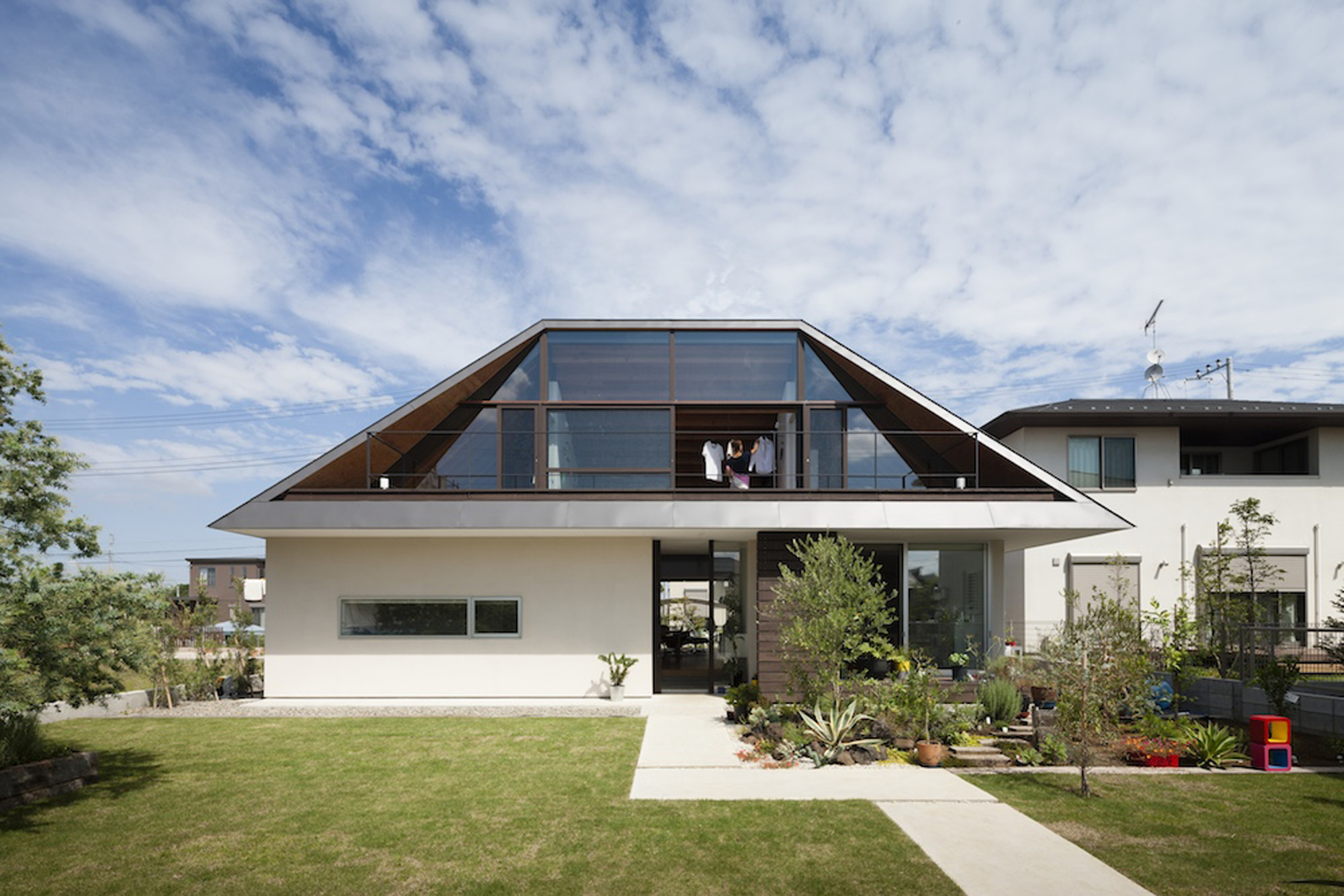 Gallery Of House With A Large Hipped Roof Naoi Architecture Design Office 9