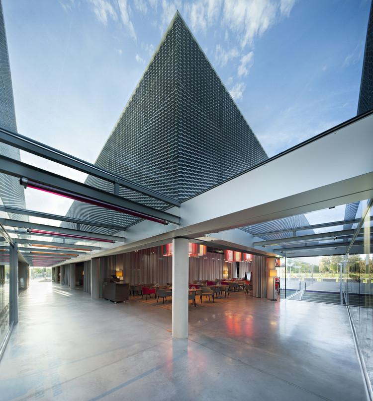 Cassino Montrond-les-Bains / DATA architectes, © Javier Callejas