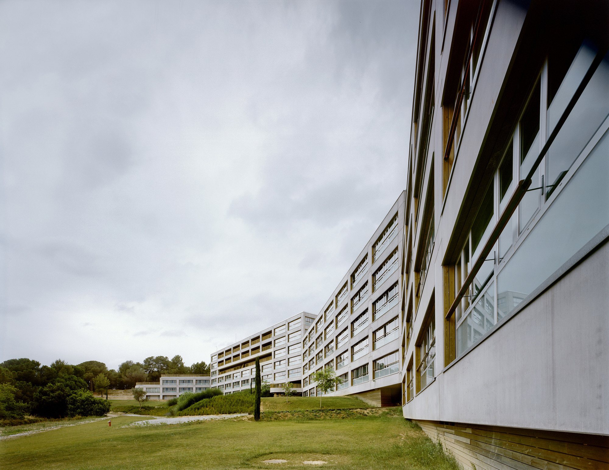 216 Social Dwellings for students and professors in Cerdanyola del Vallés / Bru Lacomba Setoain, © J. Bernadó