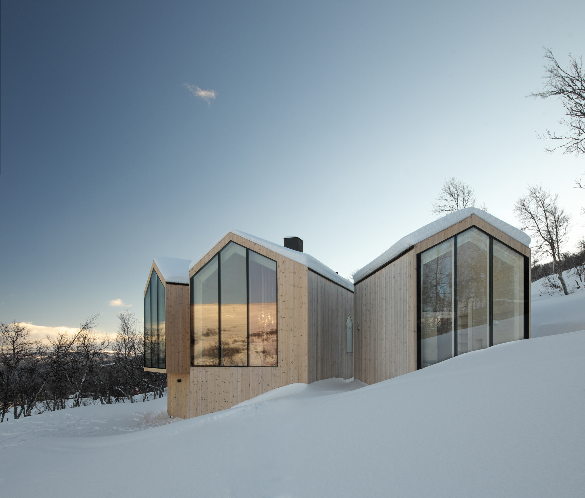 Gallery of Split View Mountain Lodge / Reiulf Ramstad ...
