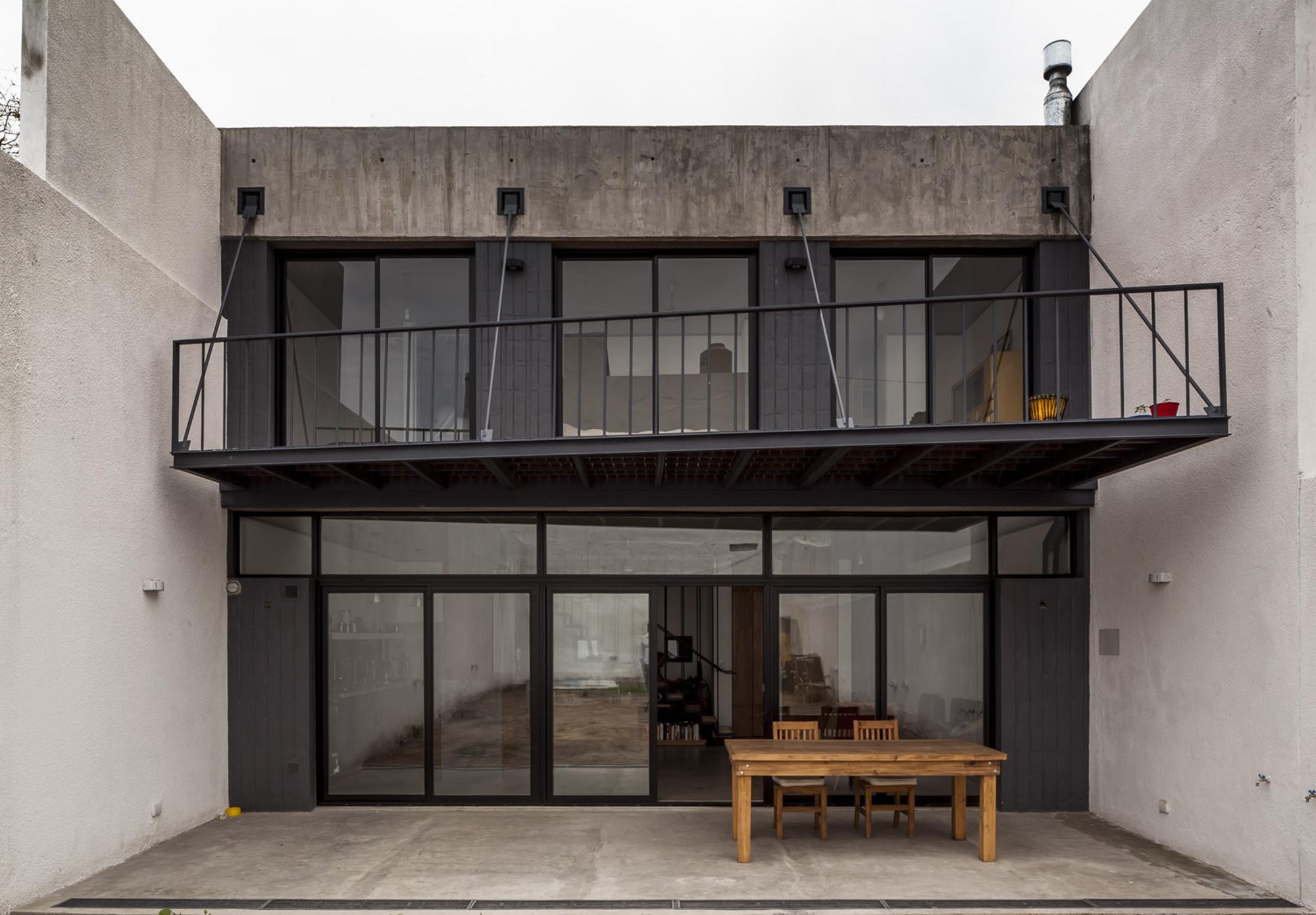 Oficina & Casa Luna  / Hitzig Militello Arquitectos, © Federico Kulekdjian