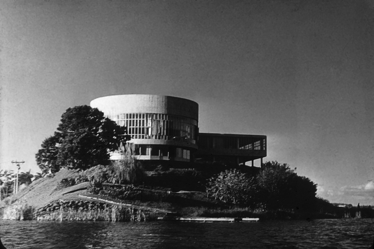Clássicos da Arquitetura: Cassino da Pampulha / Oscar Niemeyer, © Gustavo Neves da Rocha Filho. Cortesia de Arquigrafia (CC BY-NC)