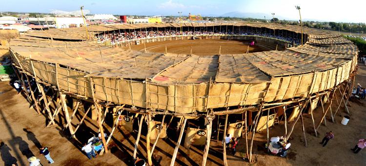 'La Petatera' en México: una estructura temporal de madera, cuerdas y petates, © Ramón Herrera
