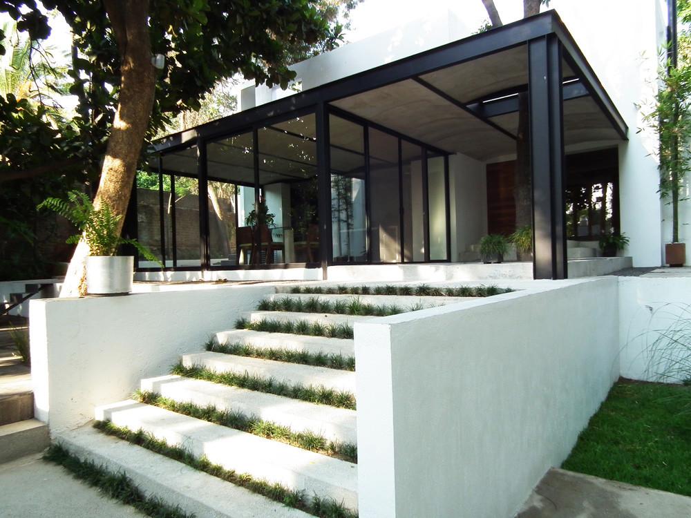 Muebles y edificios una formalidad compartida ars - Casas con estructura metalica ...