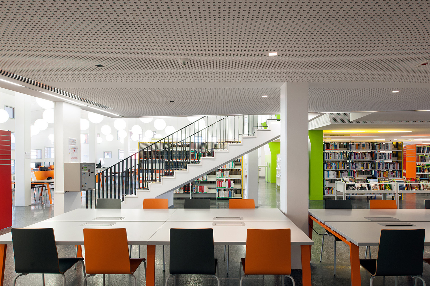 Gallery of new university library in cayenne rh for Modern library building design