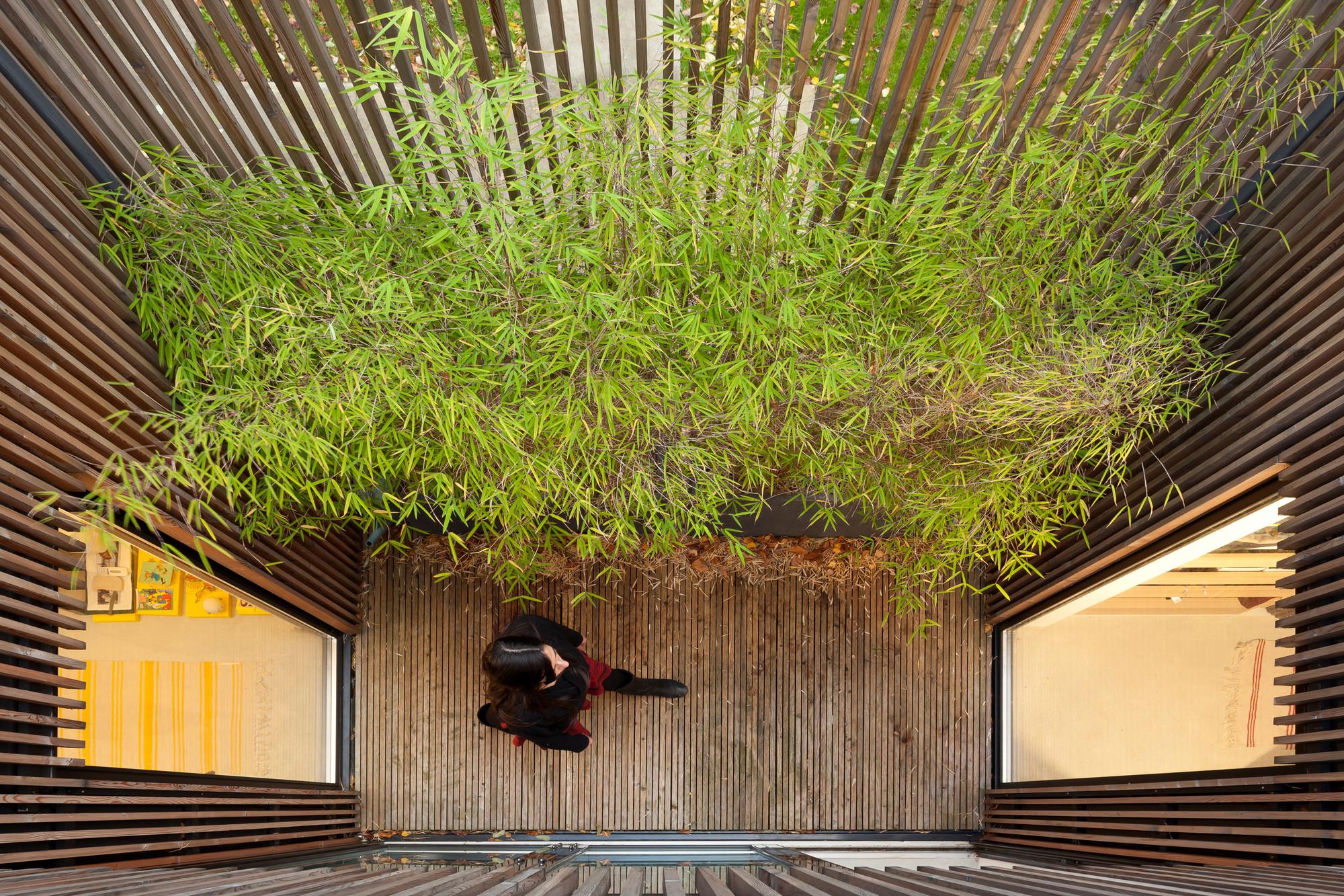 gallery of wooden frame house a samuel delmas 5. Black Bedroom Furniture Sets. Home Design Ideas