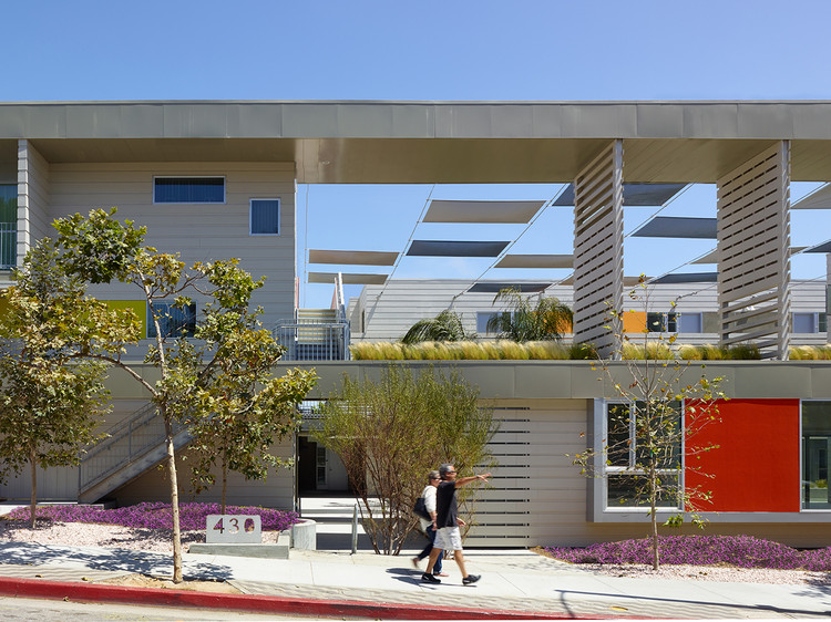 Edificio de Departamentos en Santa Monica / Brooks + Scarpa Architects, © John Linden