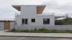 Casa de 3 viviendas  / Paul Basañez + Ibon Basañez + Alvaro Albaizar