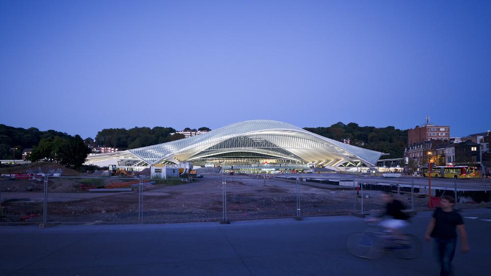 VIDEO: Elegance in Motion at Calatrava's Liège-Guillemins Railway Station in Belgium