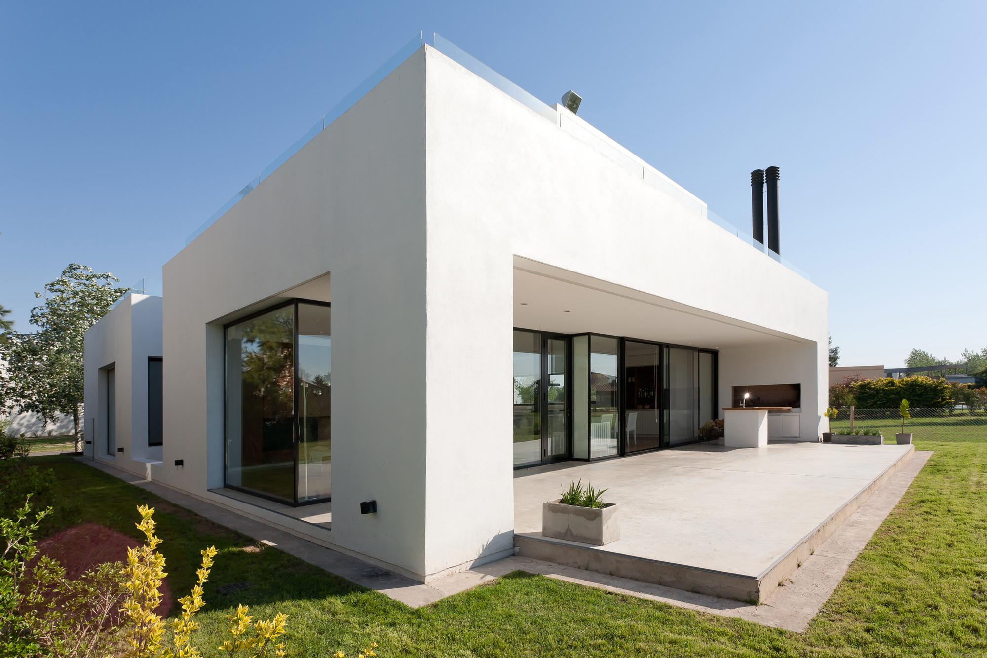 Mc house vismaracorsi arquitectos archdaily for Colores para frentes de casas