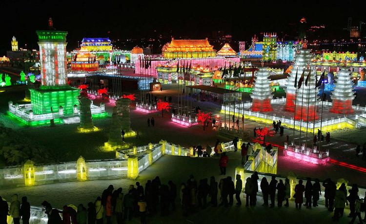 2 mil esculturas dão forma à uma cidade de gelo na China, Imagem via Plataforma Urbana
