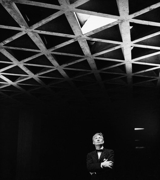 Louis Kahn Looking at His Tetrahedral Ceiling in the Yale University Art Gallery, 1953. Gelatin silver print. Image © Lionel Freedman. Yale University Art Gallery Archives Transfer