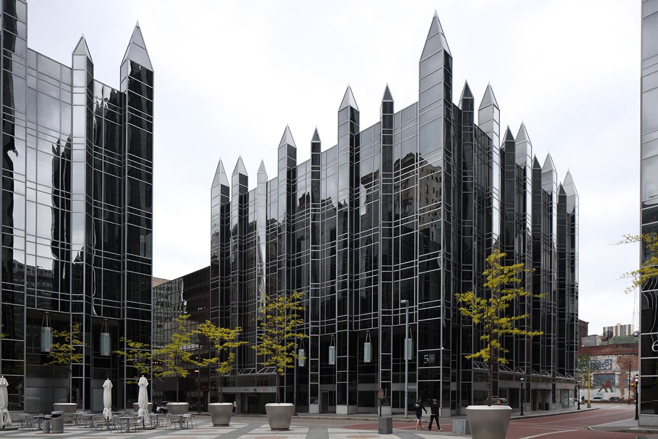 Ad classics ppg place john burgee architects with - Torres kio arquitecto ...