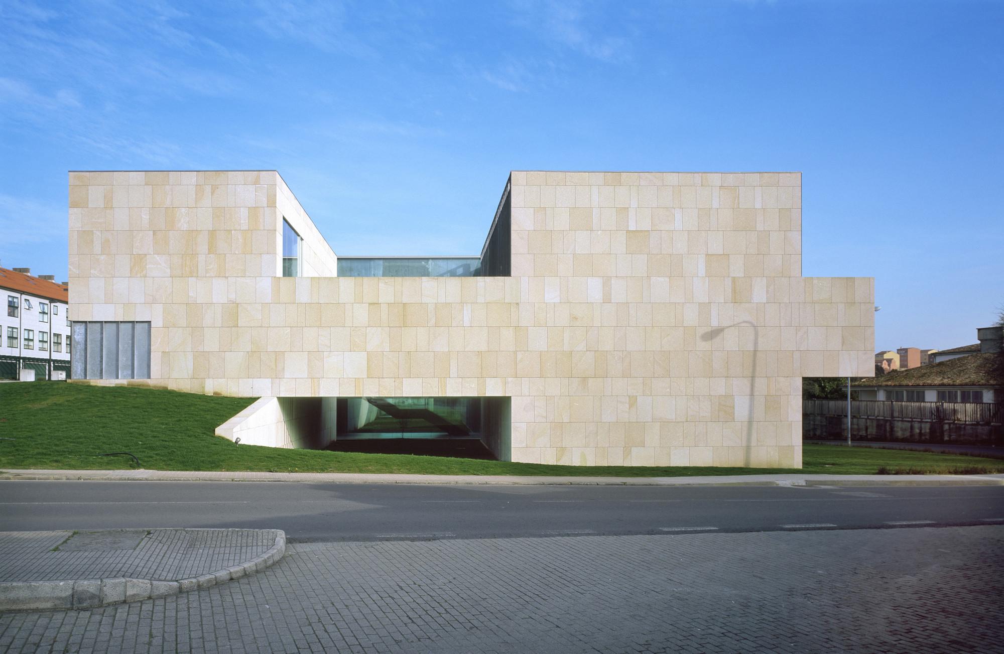 Center for New Technologies / Francisco Mangado, © Roland Halbe