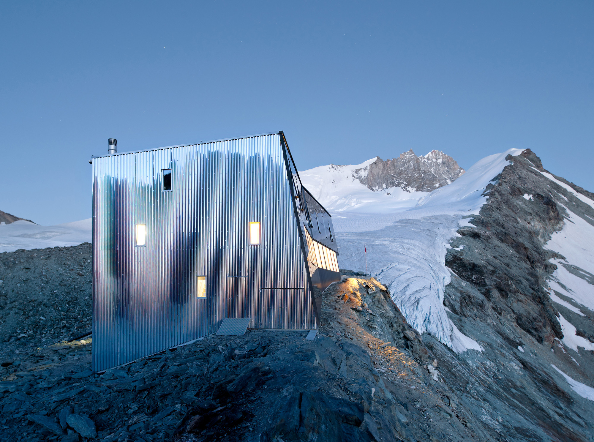 New Mountain Hut At Tracuit / Savioz Fabrizzi Architectes, © Thomas Jantscher