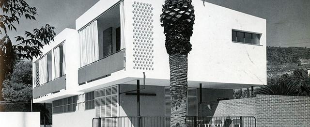 """Exposición """"Motor de Modernidad / Grupo R / Arquitectura, Arte Y Diseño"""" / España, Casa Guardiola. Argentona, Barcelona. Oriol Bohigas; osep M. Martorell. 1954-1955. . Image © Francesc Català-Roca"""