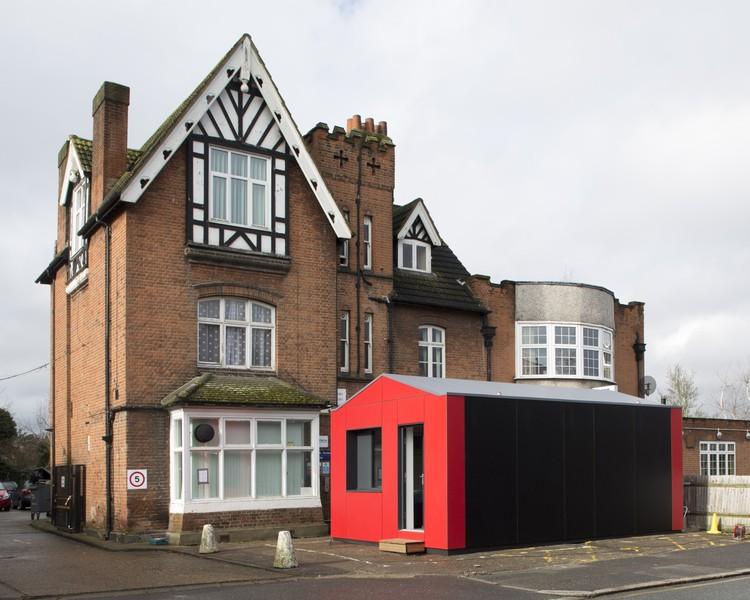 """Casa pré-fabricada """"Y-Cube"""" de  Richard Rogers se mostra uma alternativa viável para a crise no Reino Unido, A Y-Cube instalada. Cortesia de Rogers Stirk Harbour + Partners"""