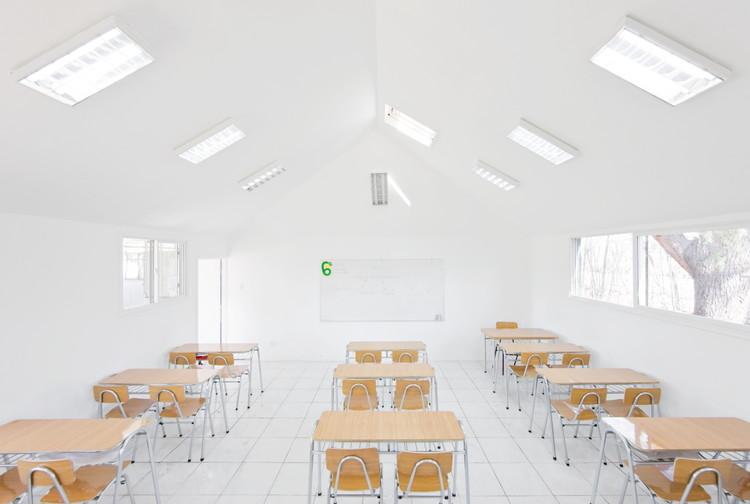 NeuroArquitetura e Educação: Aprendendo com muita luz, Salas de Clases Atrapa Luz / LAND Arquitectos. Image © Sergio Pirrone