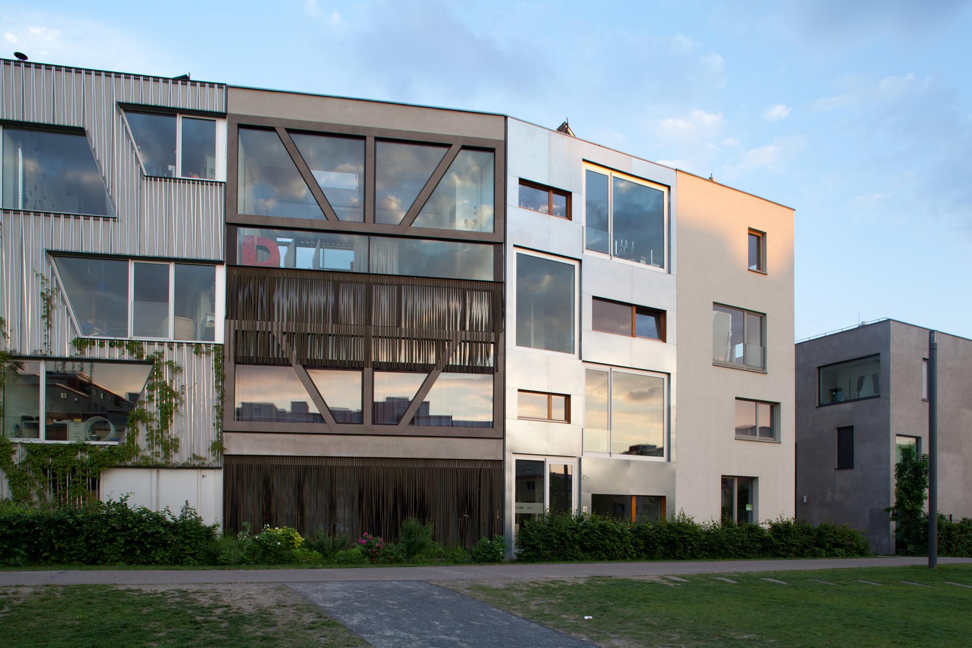 Gallery of townhouse b14 xth berlin 6 - Walmdach moderne architektur ...