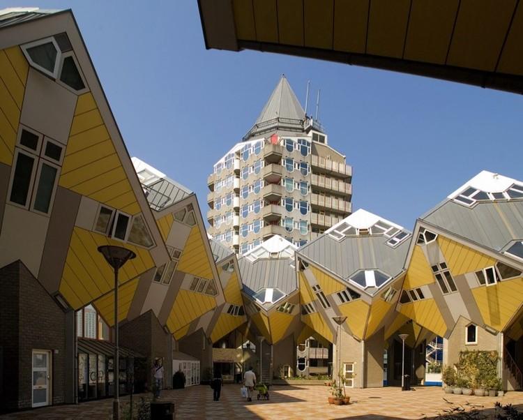 Clássicos da Arquitetura: Kubuswoningen (Casas Cubo) / Piet Blom, © Dirk Verwoerd