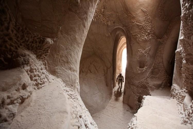 As catedrais subterrâneas esculpidas por um só homem no Novo México, © Vía Racavedigger.com