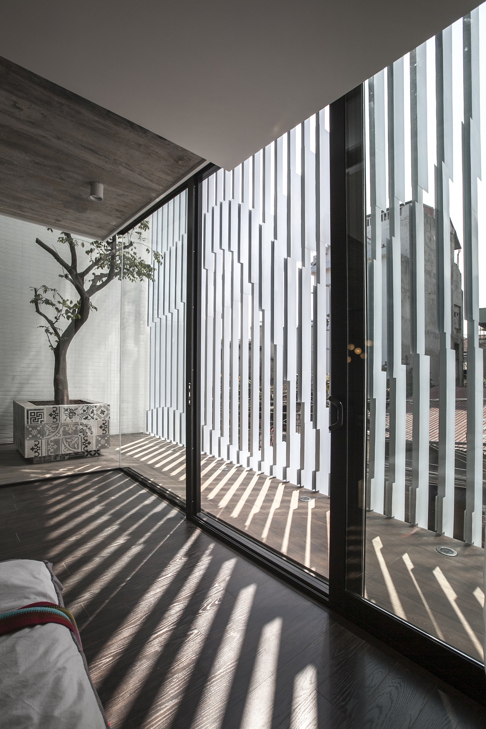 Gallery of 7x18 House / AHL architects associates - 4