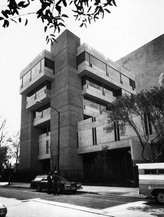 Clássicos da Arquitetura: Embaixada do Japão no México / Kenzo Tange + Pedro Ramírez Vázquez + Rosen Morrison, Cortesia de Arquine