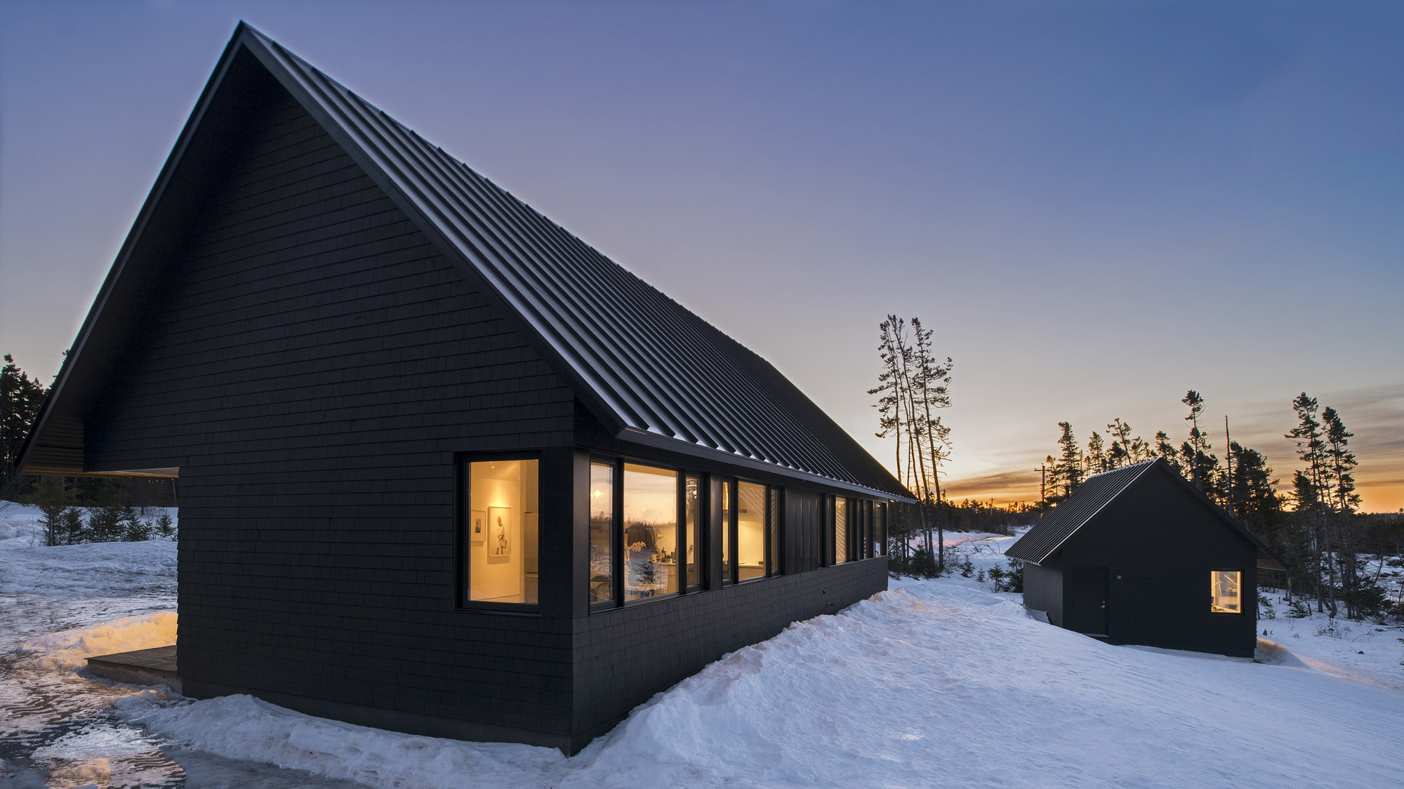 Black gables omar gandhi architect archdaily for Houses with gable roofs