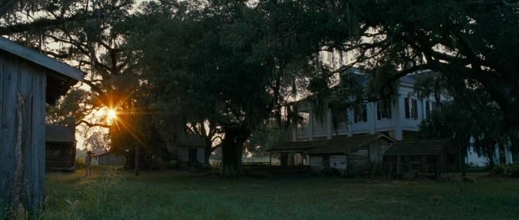 """Steve McQueen: um mestre da arquitetura no cinema, Colônia em """"12 Anos de Escravidão"""". Cortesia de indienyc.com"""