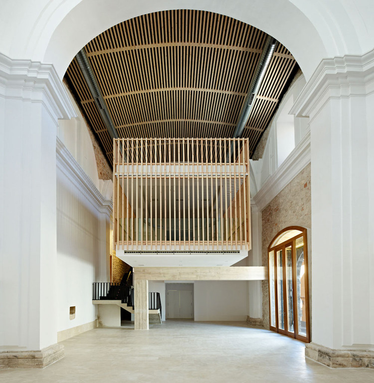 Rehabilitación y adaptación de Capilla en Brihuega / Adam Bresnick, © Eugeni Pons