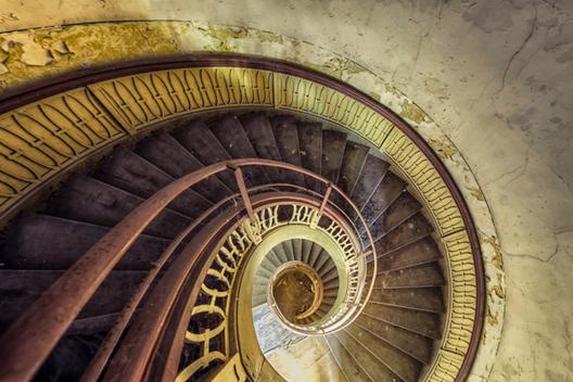 Fotografía de Arquitectura: Escaleras abandonadas por Christian Richter, © Christian Richters