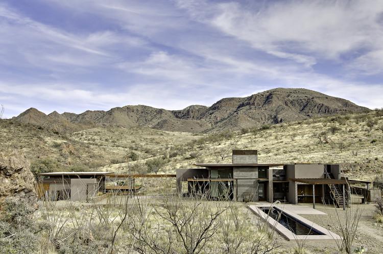 Residencia en la Montaña San Cayetano / DesignBuild Collaborative, © Liam Frederick Photography