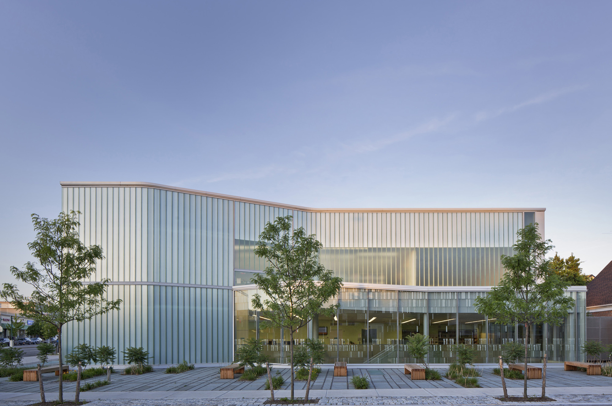 Glen Oaks Branch Library  / Marble Fairbanks, © Eduard Hueber