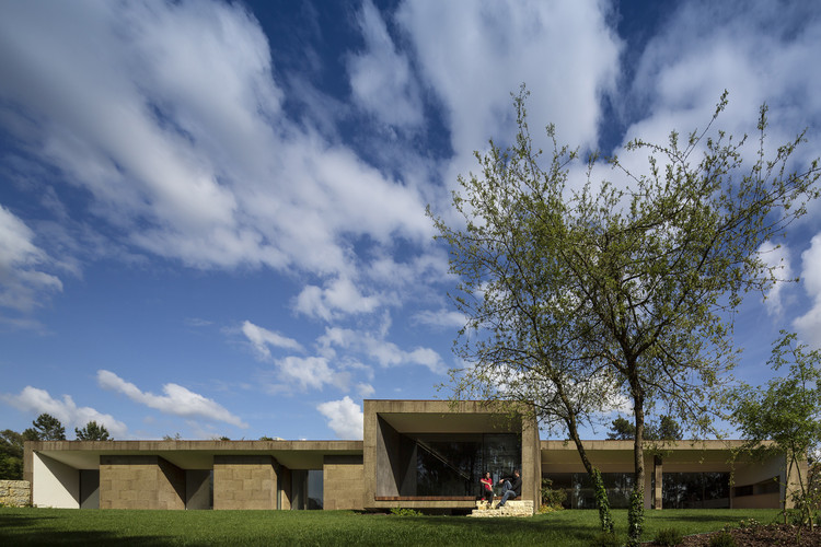 The Hill Cork House  / Contaminar Arquitectos, © Fernando Guerra |  FG+SG