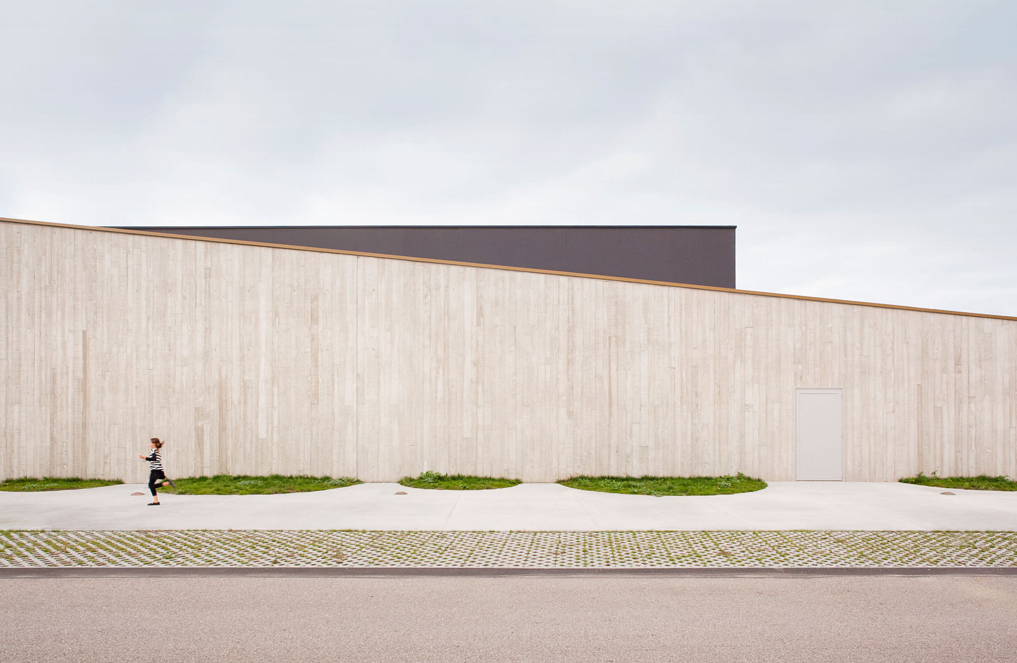 School Gymnasium in Neuves Maisons / Giovanni PACE architecte + abc-studio, © Cyrille Lallement