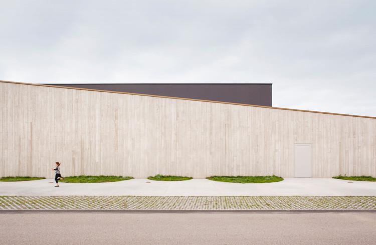 Pavilhão Desportivo em Neuves Maisons / Giovanni PACE architecte + abc-studio, © Cyrille Lallement