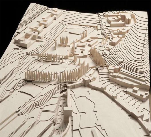 Wood model of the Alhambra territory by Álvaro Negrello, Dimension 1:500. Image © Alvaro Siza Vieira + Juan Domingo Santos; Rendering by LT Studios