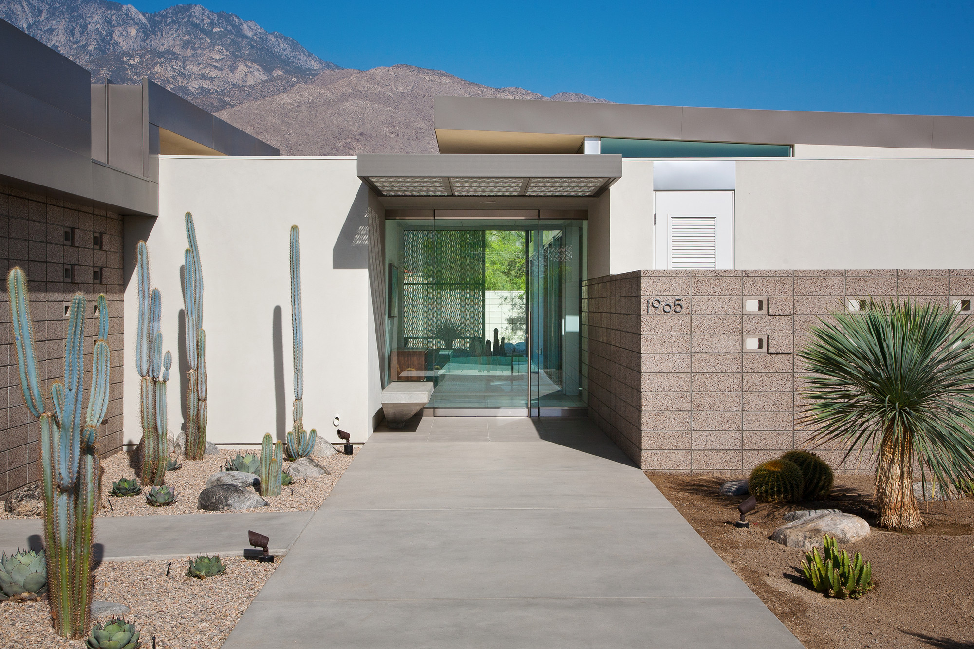 House in Palm Springs / o2 Architecture, © Lance Gerber
