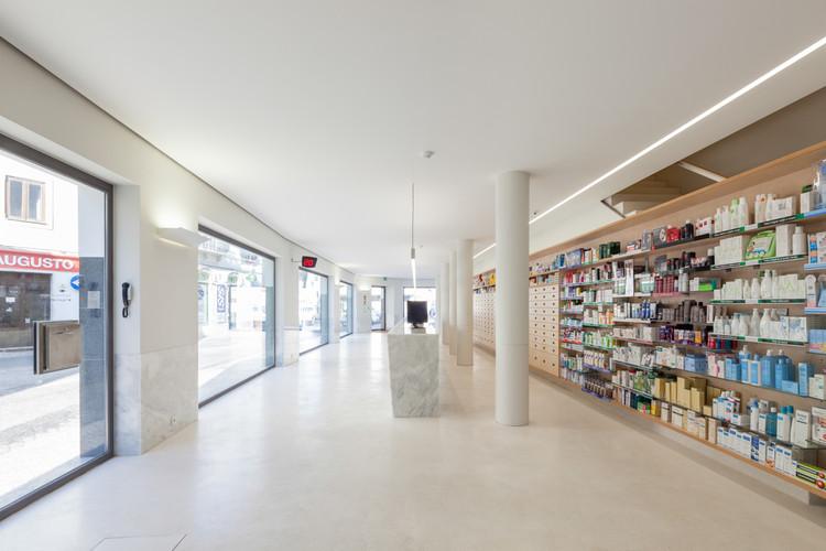 Farmácia Quintans na Lourinhã / SMRS Arquitectos, © Francisco Nogueira